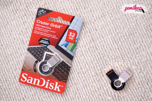 Moxy - SanDisk Cruzer Orbit USB Flash Drive 32 GB