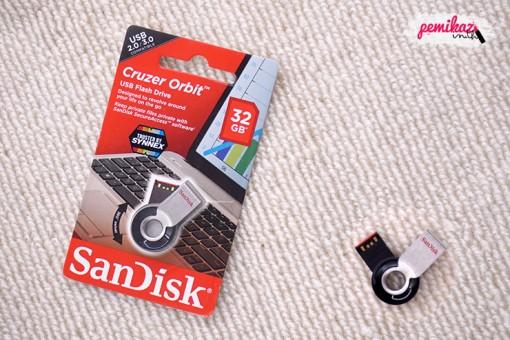 Moxy - SanDisk Cruzer Orbit USB Flash Drive 32 GB